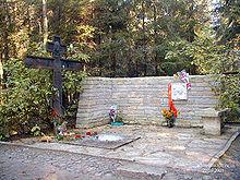 220px-Anna_Ahmatova's_grave